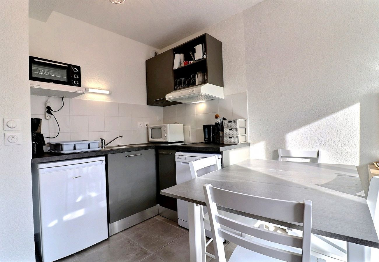 Villa à Valras-Plage - Confortable pavillon dans une résidence sécurisée avec piscine chauffée. V22