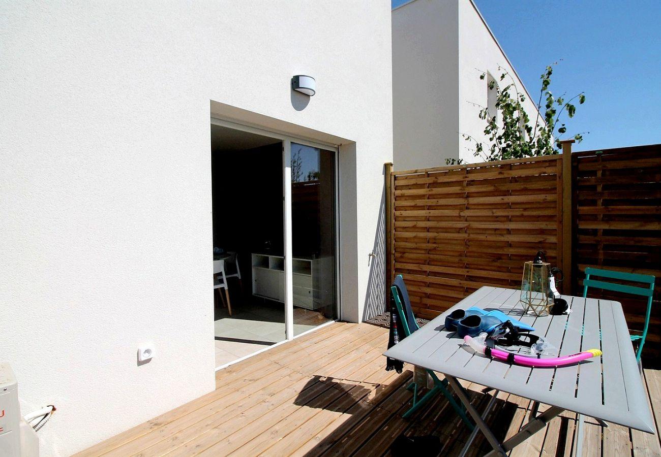 Villa à Valras-Plage - Agréable villa moderne dans une résidence sécurisée avec piscine chauffée. V21