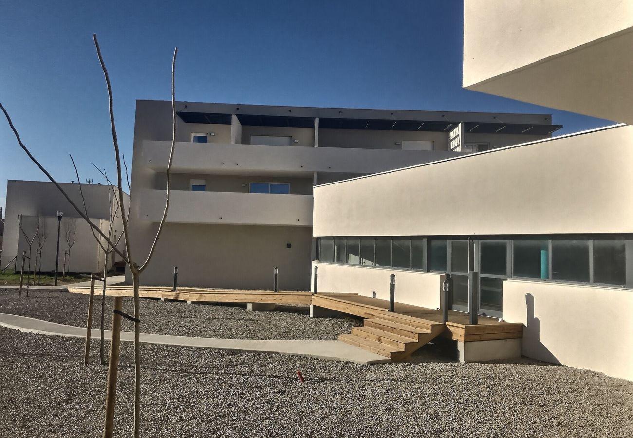 Villa à Valras-Plage - Pavillon pour 6 personnes dans une résidence privée avec piscine chauffée. V15