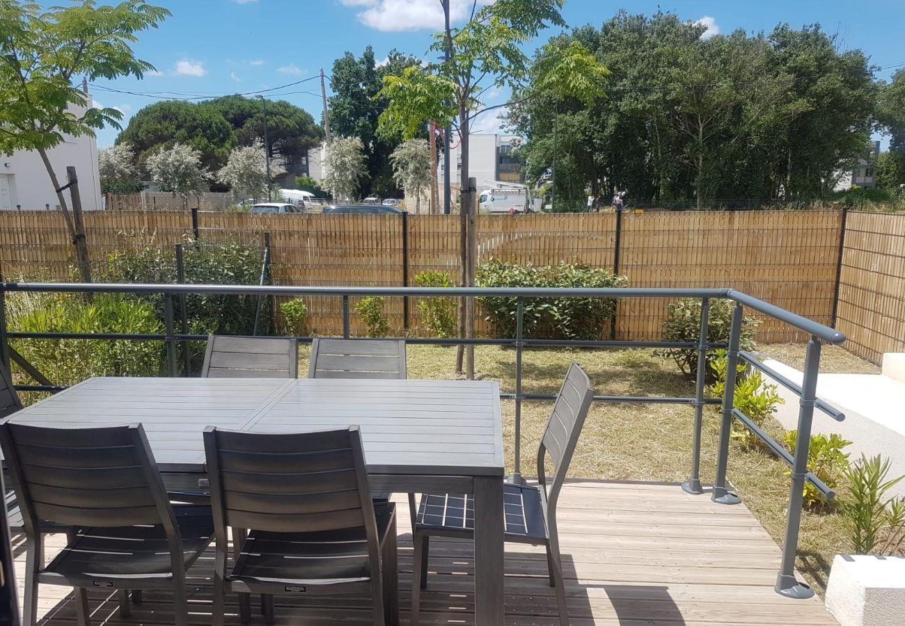 Villa à Valras-Plage - Agréable maison dans une résidence avec piscine chauffée,accessible PMR. V12