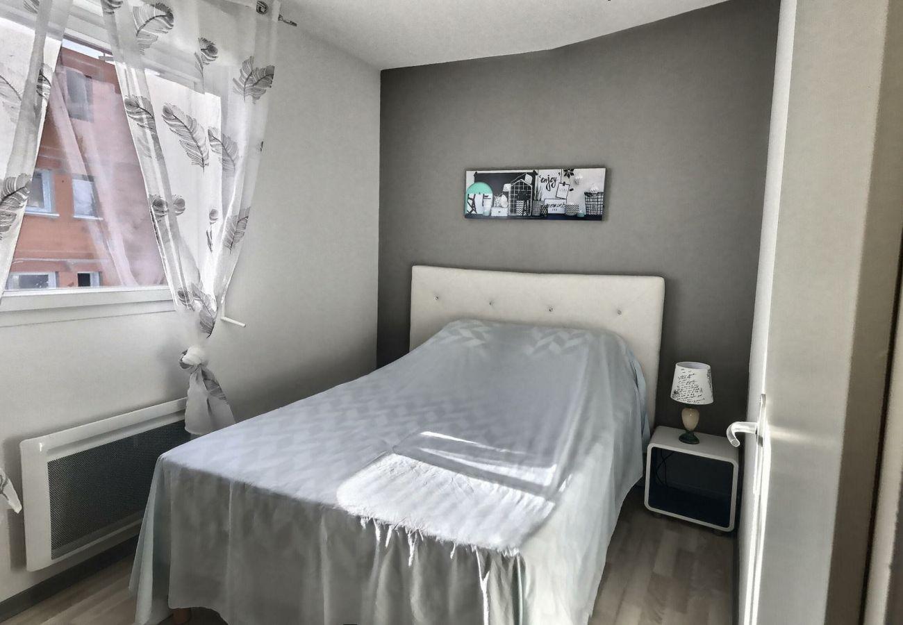 Villa à Valras-Plage - Charmant pavillon pour 6 personnes dans une résidence privée avec piscine chauffée. V1