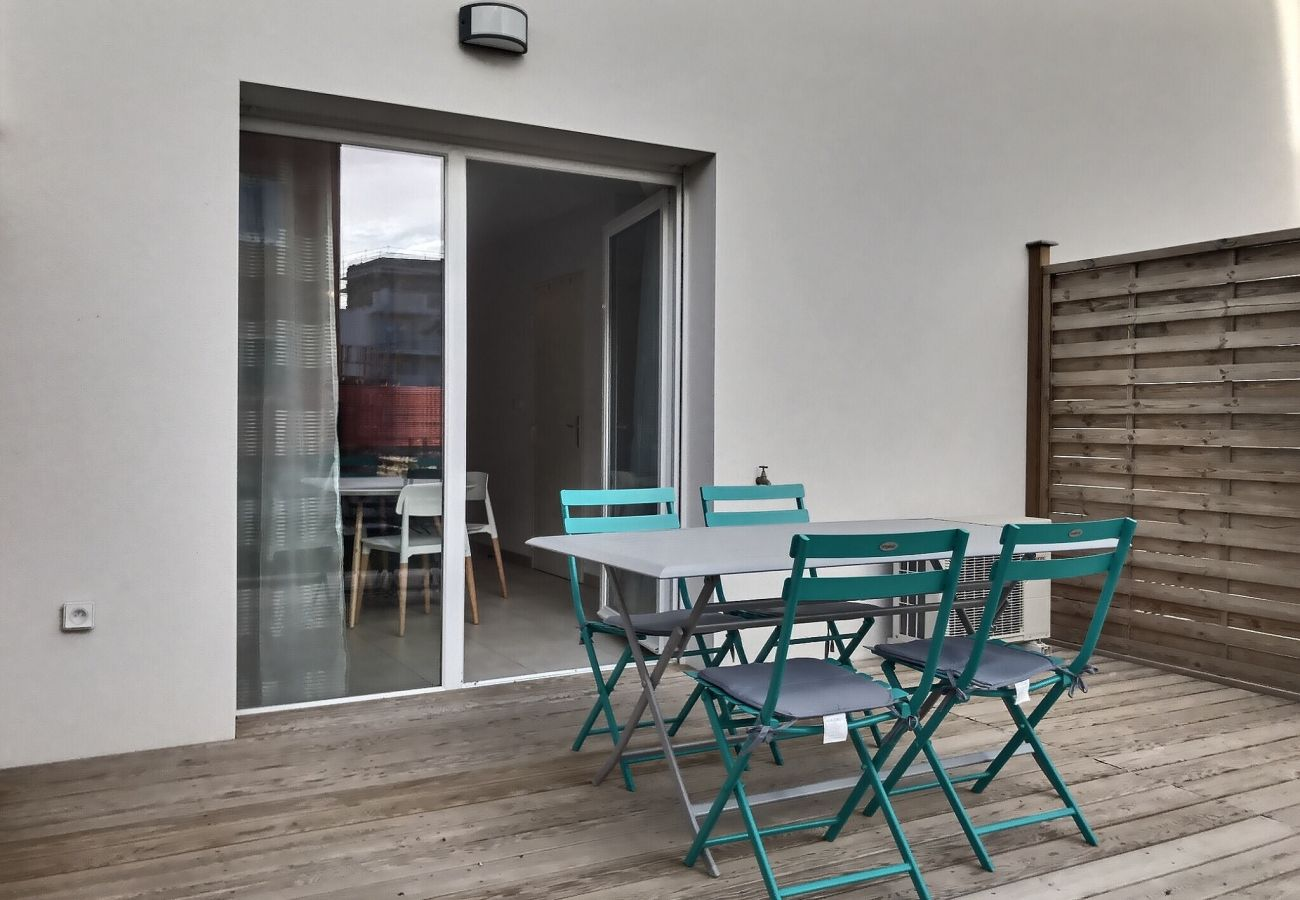 Villa à Valras-Plage - Confortable pavillon pour 6 personnes dans une résidence privée avec piscine chauffée. V3