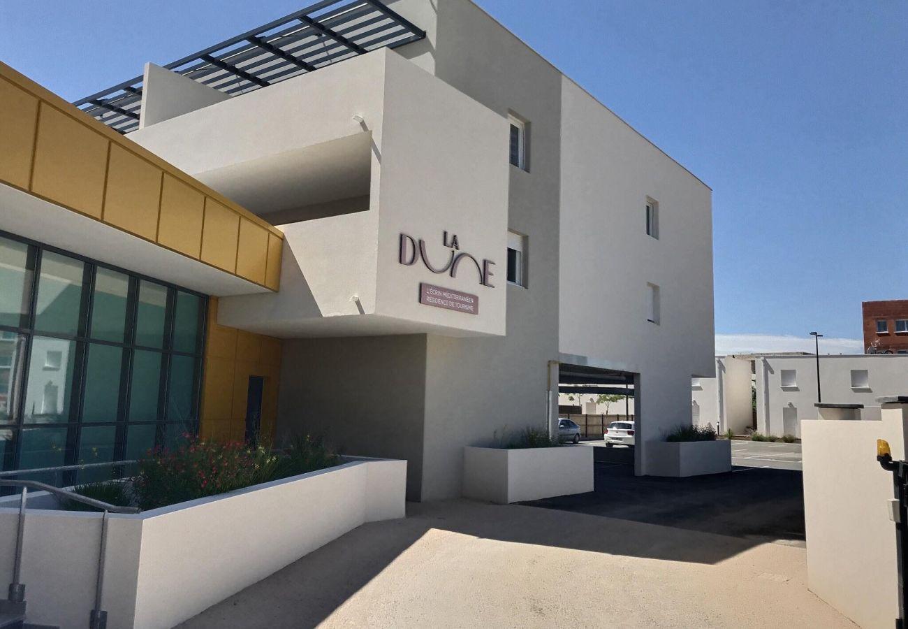 Studio à Valras-Plage - Studio très accueillant dans une résidence sécurisée avec piscine chauffé. B202