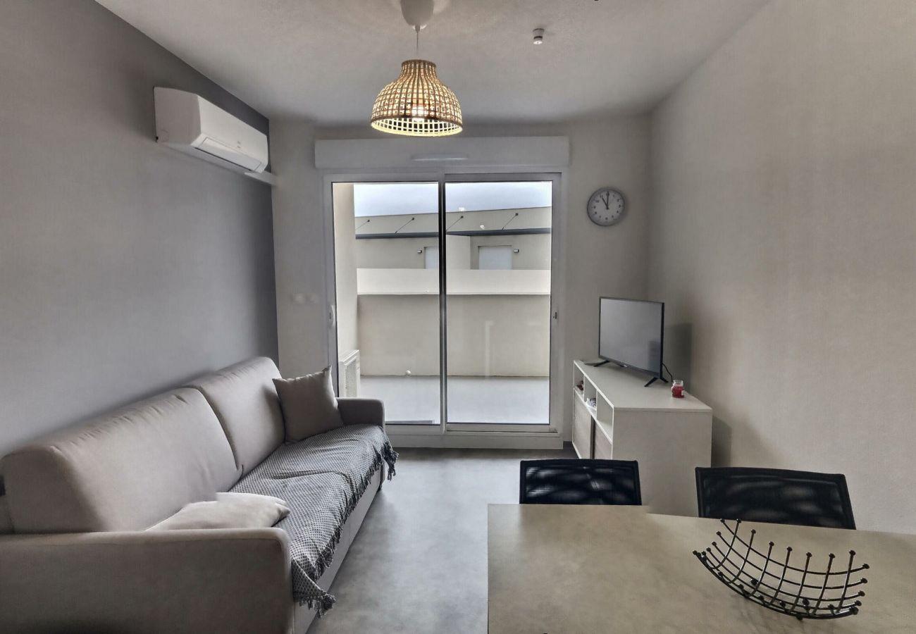 Appartement à Valras-Plage - Super appartement pour 4 personne dans une résidence sécurisée avec piscine chauffée. B204