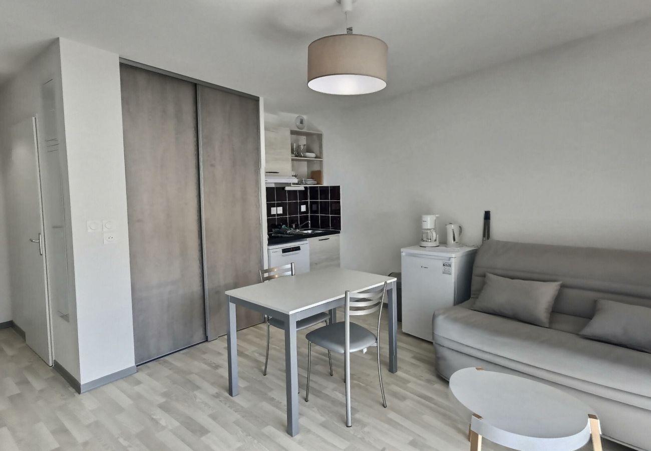 Studio à Valras-Plage - Charmant studio pour 2 personnes+ bébé dans une résidence avec piscine proche de la plage . B103