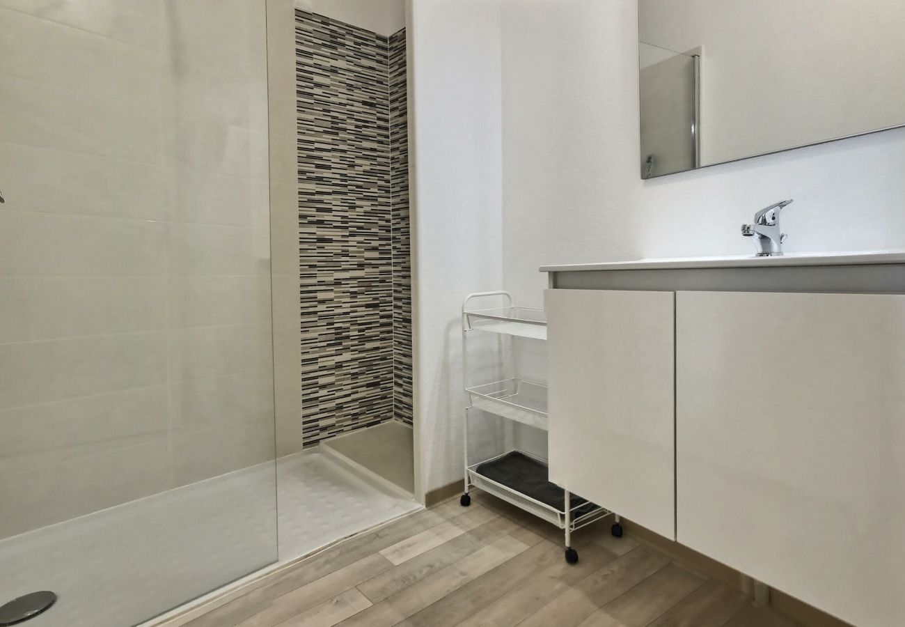 Appartement à Valras-Plage - Adorable appartement pour 2 a 4 personnes + 1 bébé dans une résidence sécurisée avec piscine chauffée. A104