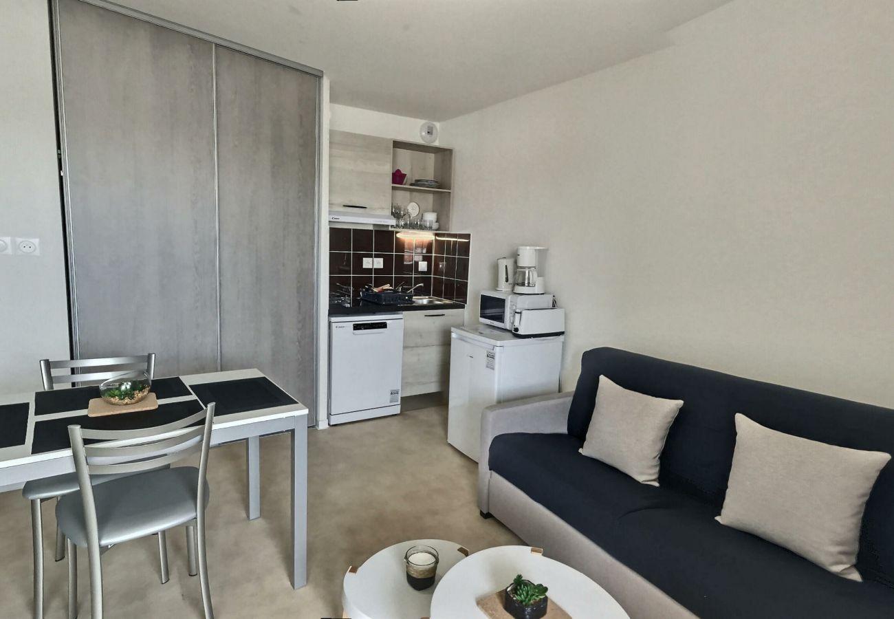 Studio à Valras-Plage - Agréable studio pour 2 personnes dans une résidence sécurisée avec piscine chauffée. B203