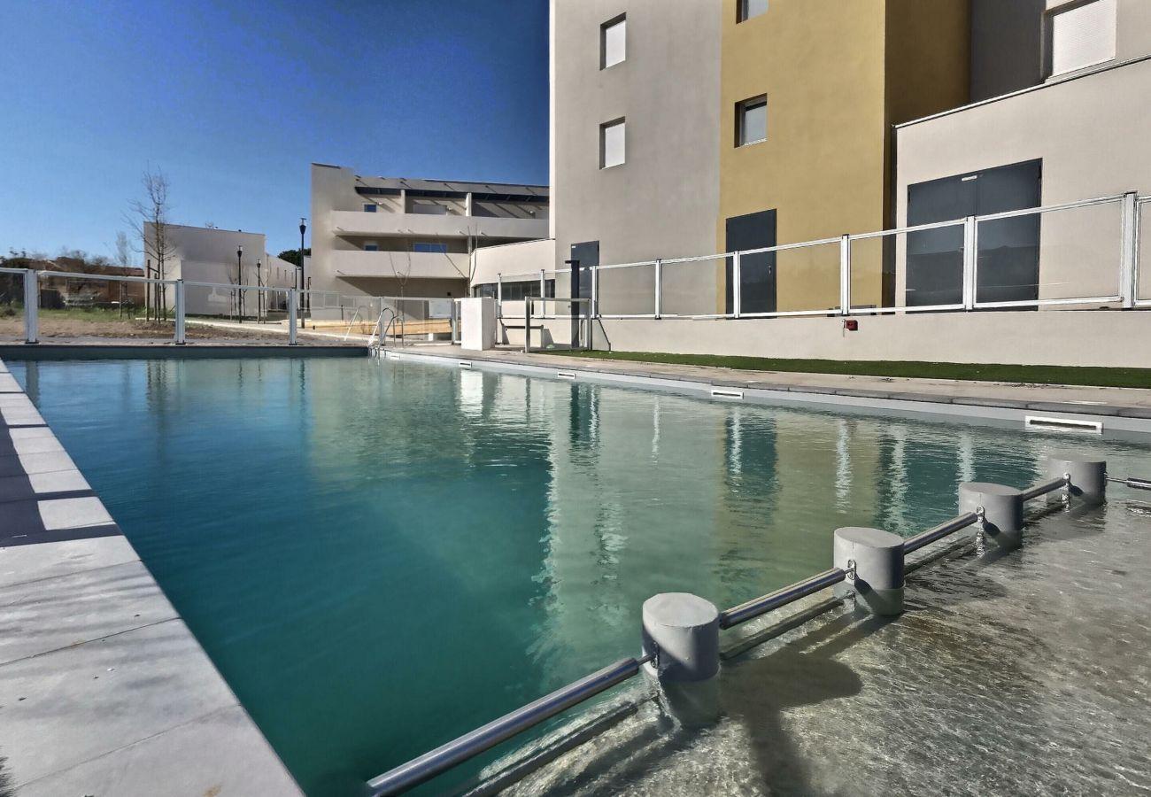 Studio à Valras-Plage - Agréable studio pour 2 personne dans une résidence sécurisée avec piscine chauffée et belle terrasse B102