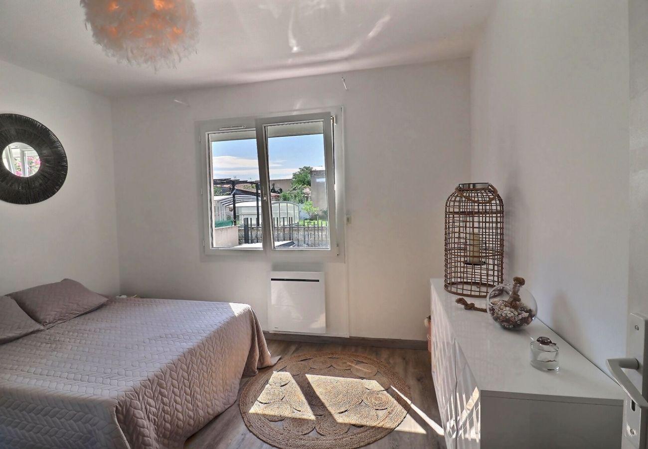 Villa à Valras-Plage - Magnifique villa 4 chambres (10 couchages) avec jacuzzi à 2 pas du centre ville et de la plage