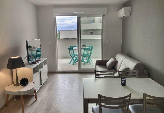 à Valras-Plage - Confortable appartement pour 4 personnes + 1 bébé, climatisé dans une résidence avec piscine. B101