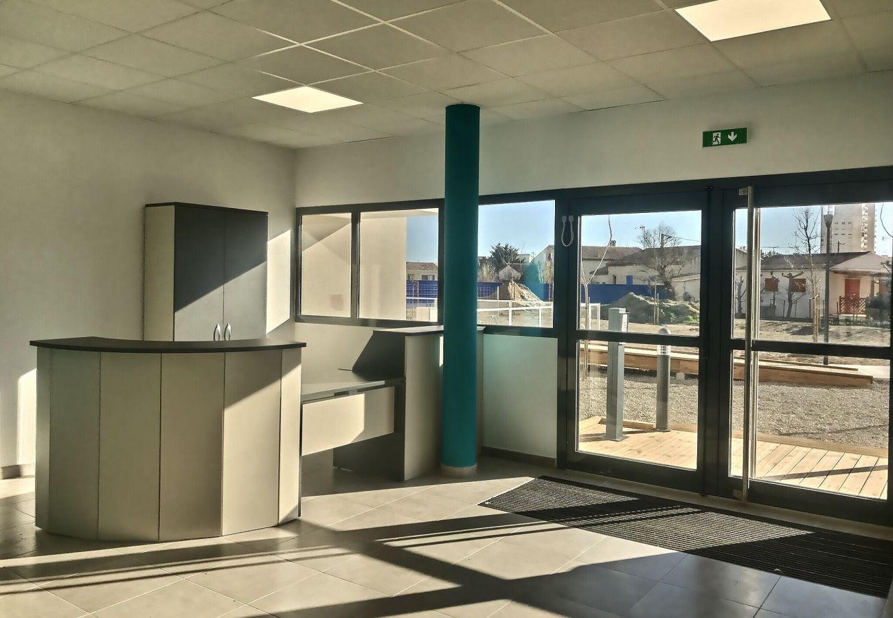 Appartement à Valras-Plage - Confortable appartement pour 4 personnes + 1 bébé, climatisé dans une résidence avec piscine. B101