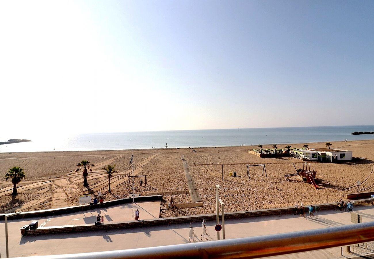 Appartement à Valras-Plage - Appartement spacieux avec vue panoramique sur la mer et la plage. Réf 302