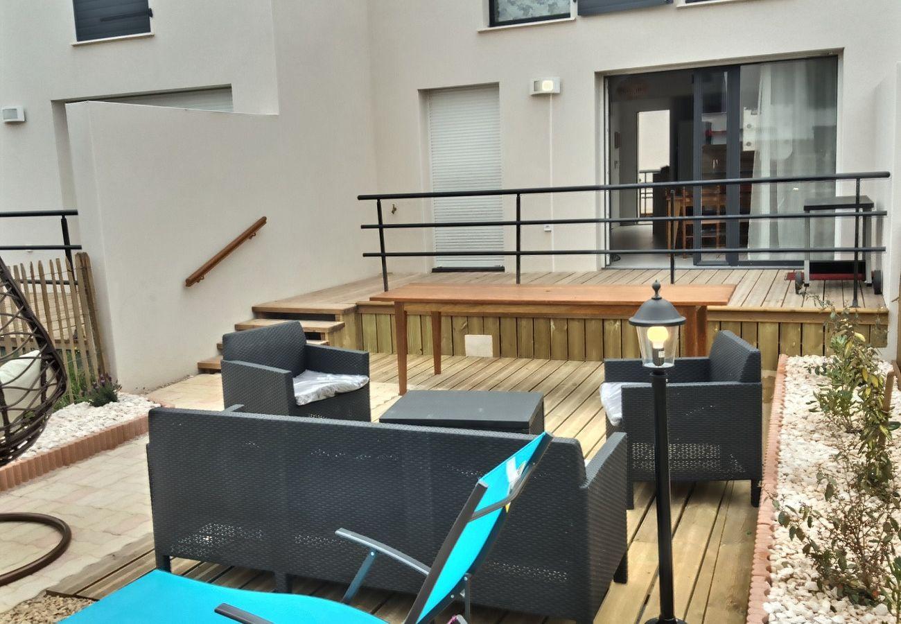 Maison à Sérignan - Pavillon climatisé pour 8 personnes, terrasse, jardin, parking privé dans une résidence sécurisée