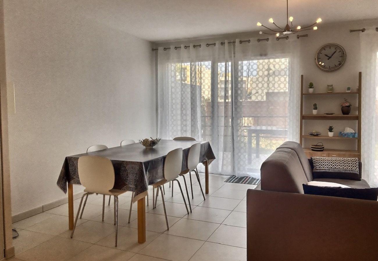 Maison à Sérignan - Coquet pavillon avec jardin et terrasse dans une résidence sécurisée avec parking privé. Idéal pour 6 personnes.