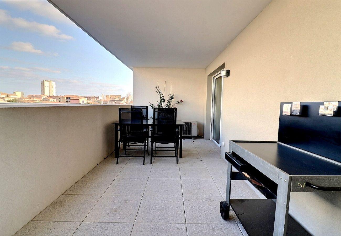 Appartement à Sérignan - Appartement pour 4 personnes, confortable et cosy dans une résidence sécurisée avec piscine chauffée, proche plage. A105