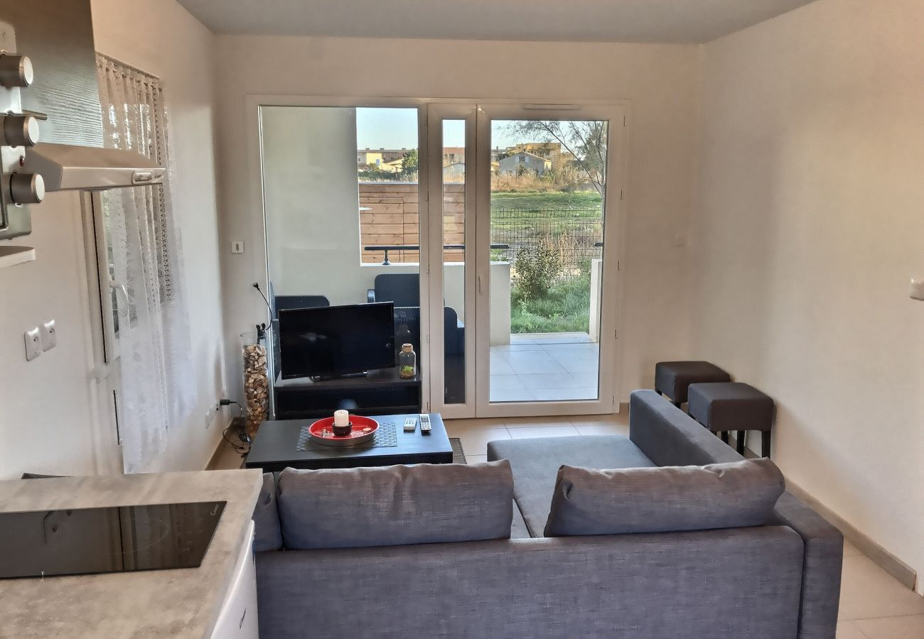 Appartement à Sérignan - Appartement confortable et spacieux pour 4 personnes en rez de chaussée avec terrasse et jardin