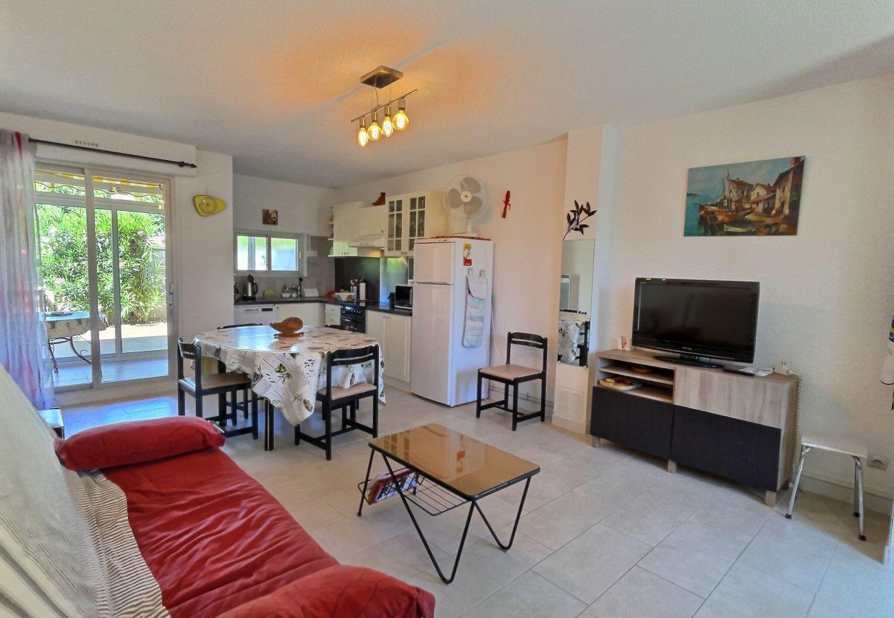 Maison à Valras-Plage - Coquette villa avec exterieur à 100m de la plage pour 6 pers.