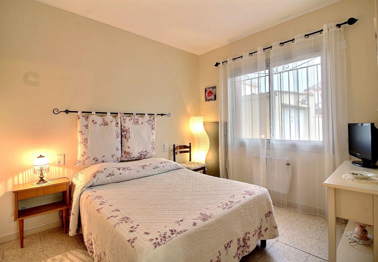 Maison à Valras-Plage - Spacieuse villa pour 4 personnes+1 bébé à 500m de la plage