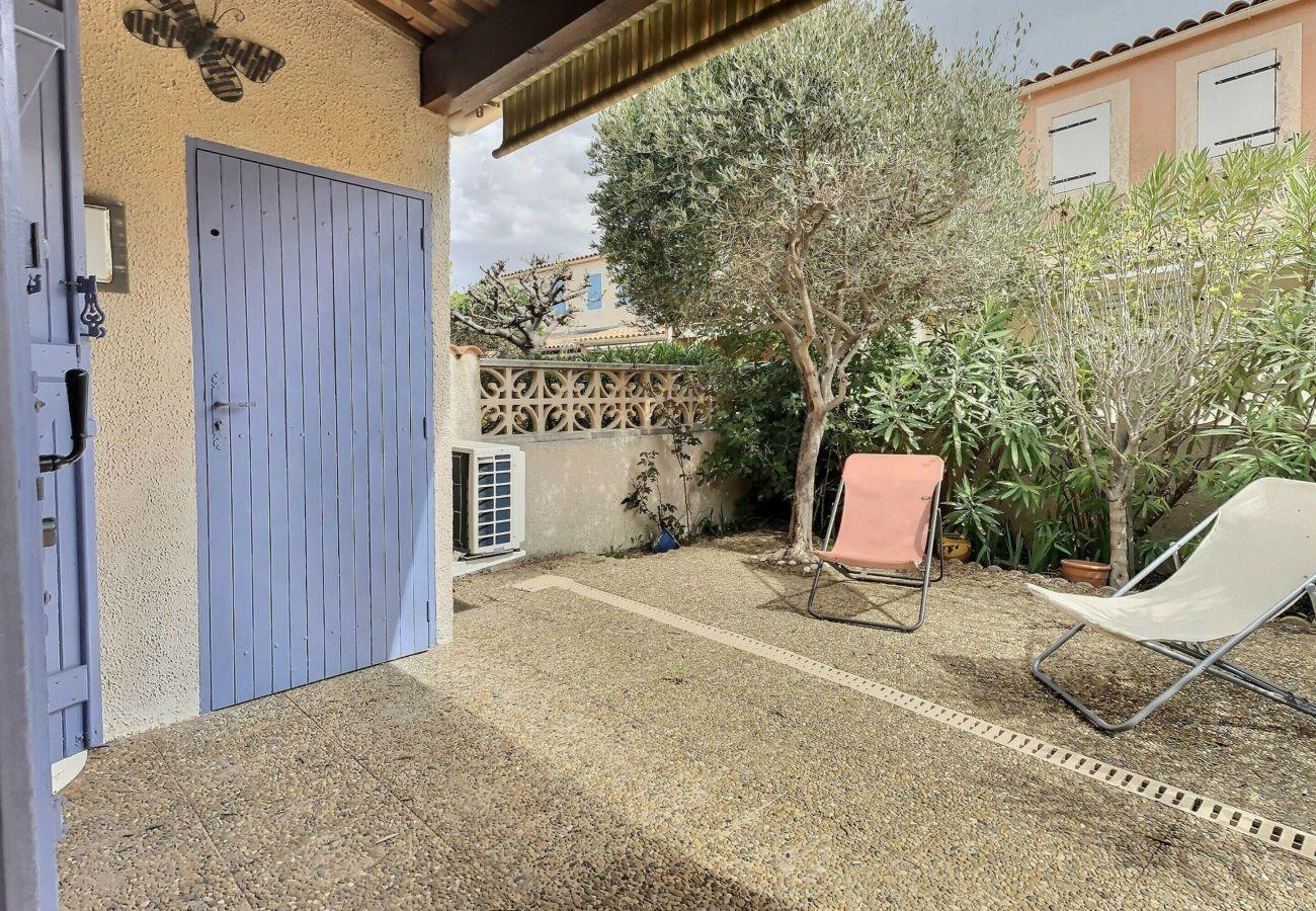 Maison à Valras-Plage - A 150 m de la plage Agréable pavillon avec terrasse dans une résidence pour 6 personnes